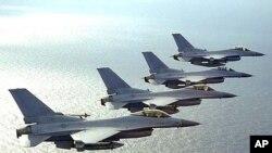 독도 상공을 비행하고 있는 한국의 KF-16 전투기(자료사진)