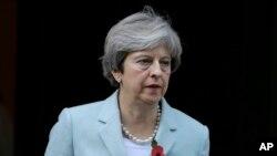Seks skandalları Britaniya Baş Naziri Tereaza Meyin zərif koalisiya əsasında formalaşmış hökumətini çətin duruma salıb.