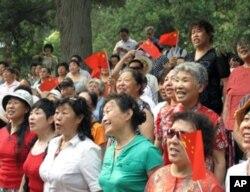 参加红歌活动的多为中老年人