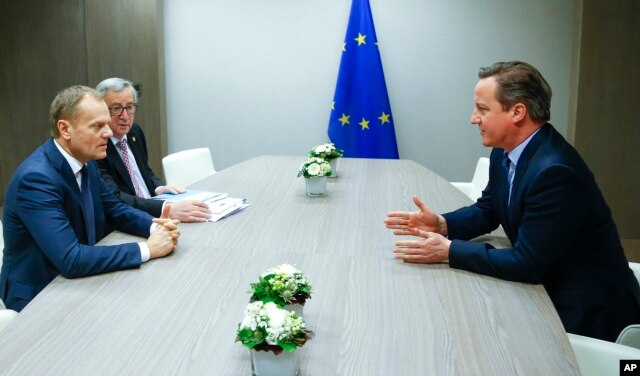 European Council President Donald Tusk, left, and European Commission President Jean-Claude Juncker, second left, participate in a meeting with British Prime Minister David Cameron during an EU summit in Brussels, Feb. 19, 2016.