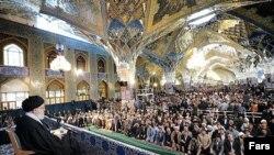 آیت الله خامنه ای در سخنرانی در حرم امام رضا در مشهد آمریکا را به بدعهدی متهم کرد