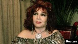 La cantante y actriz española Sara Montiel durante una premiación en Cuba en 2002.