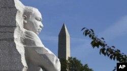 ອະນຸສາວະລີ ທ່ານ Martin Luther King, Jr. ທີ່ສະໜາມຫລວງ ກຸງວໍຊິງຕັນດີຊີ.