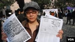 良心之友會發起人蔡淑芳在嘉年華會派發單張,呼籲香港人關注自焚藏人及西藏的人權狀況