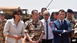 Fransa prezidenti Emmanuel Makron Barxane əməliyyatlarında iştirak edən Fransa hərbi qüvvələri ilə görüşür