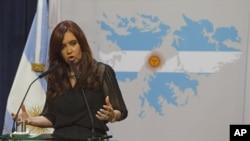 La presidenta Cristina Fernández decidió nacionalizar YPF alegando que Repsol no había invertido en Argentina lo suficiente.