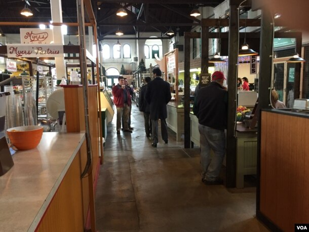 A market in downtown York, Pennsylvania. (M. McKiterrick/VOA)