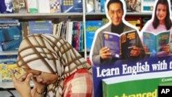 ملائیشیا: نصابی کتاب کے خلاف مظاہرے، گرفتاریاں
