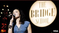 Norah Jones durante una presentación a beneficio de Bridge School en Mountain View, California.