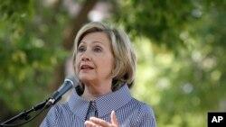 Hillary Clinton se inclinó a la izquierda del presidente Obama al hablar sobre cambio climático.