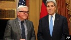 """Kerry se reunió con el ministro de Relaciones Exteriores alemán, Frank-Walter Steinmeier, quien calificó como """"las horas de la verdad"""" el tiempo que queda hasta la medianoche del lunes."""