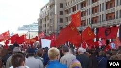 2013年5月1日,俄罗斯共产党莫斯科市中心集会时红旗招展。 (美国之音白桦拍摄)