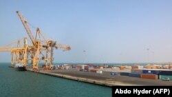 Le port d'Hodeida tenu par la rébellion de la Mer Rouge au Yémen le 7 novembre 2017.