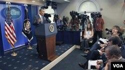 """El presidente Barack Obama elogió el plan de la """"Banda de los Seis"""" senadores, como un esfuerzo bipartidista."""