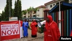 17일 나이지리아 아부자에서 보코하람에 납치된 여학생 석방을 요구하는 켐페인이 벌어지고 있다.