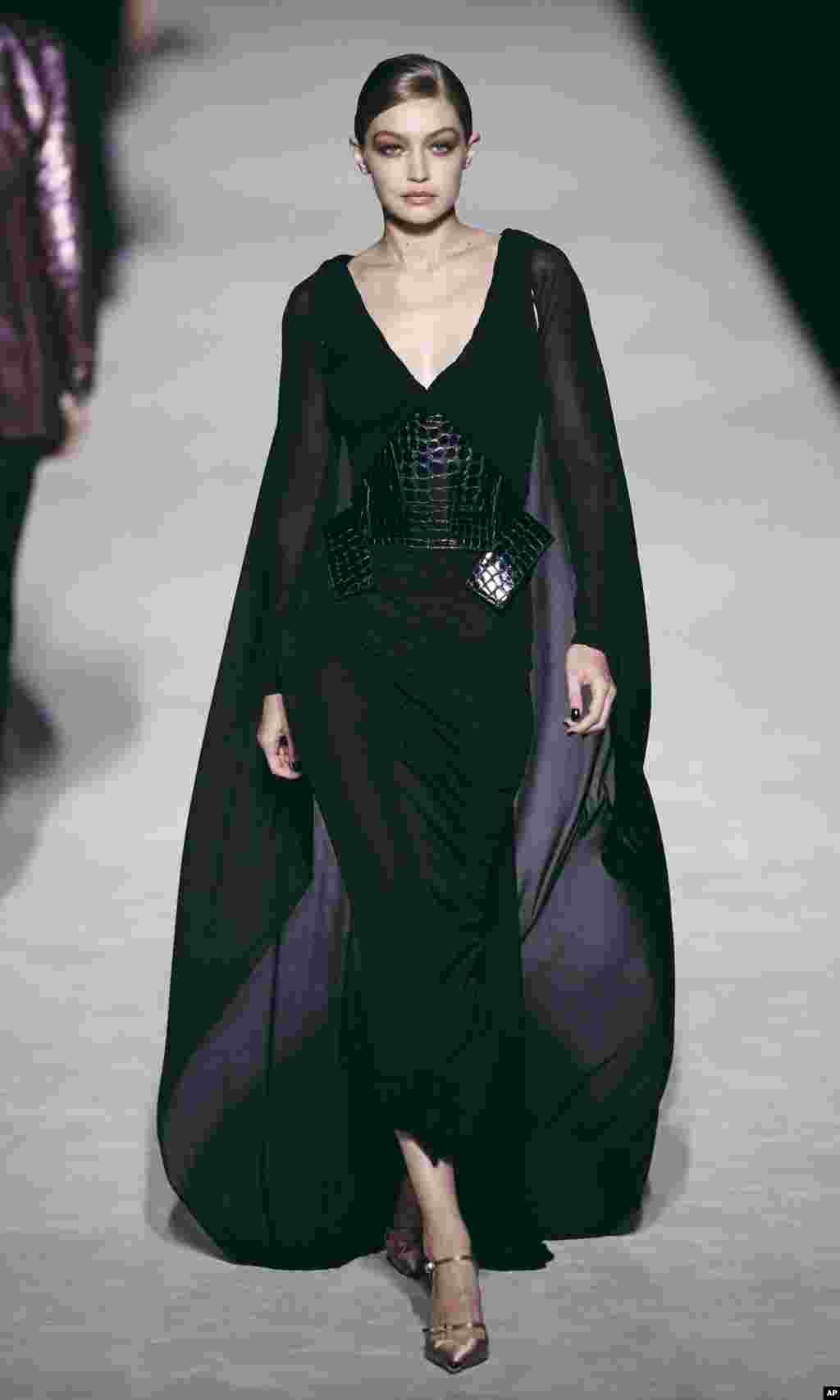 جیجی حدید و نمایش مجموعه لباس های تام فورد در هفته مد در نیویورک