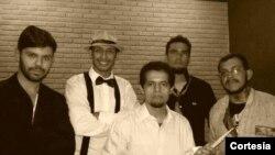 Integrantes da banda RADIOLA: Rafael Gomes, Vocal; Luis Carlos, Guitarra; Lukas Reis, Guitarra; Vando Oliveira, Baixo; Glauber Gleidson, Bateria/Percussão