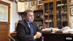 史密斯众议员接受美国之音专访