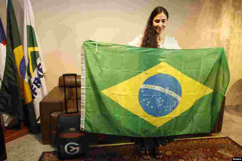 """El primer país en visitar Yoani Sánchez es Brasil donde permanecerá por cinco días, de allí continuará con su travesía de 80 días de duración por 12 países y con el descubrimiento de una """"internet libre"""", como señaló la propia Sánchez."""