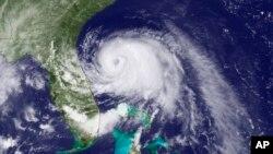 지난 2일 미국 동부 해안을 따라 북상 중인 허리케인 '아서'의 위성사진.
