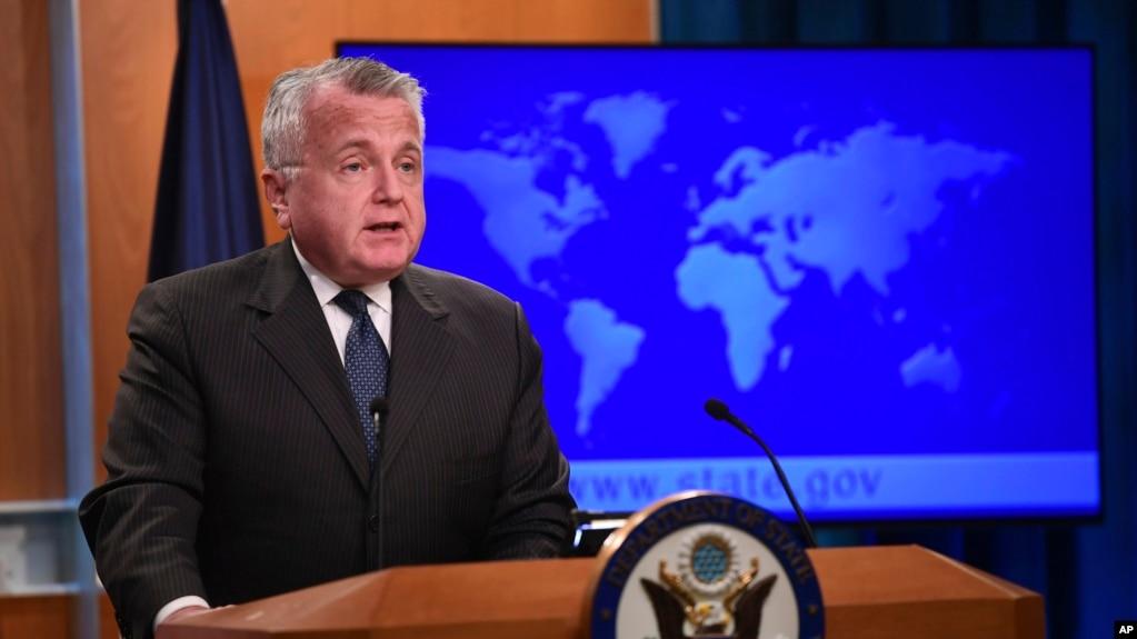Quyền Ngoại trưởng Hoa Kỳ John Sullivan phát biểu về việc công bố Báo cáo Tình hình Nhân quyền 2017 trong một cuộc họp báo tại Bộ Ngoại giao Hoa Kỳ ở Washington, ngày 20 tháng 4, 2018.