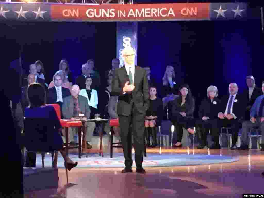 Anderson Cooper hosts a CNN televised town hall meeting with President Barack Obama, not shown, at George Mason University in Fairfax, Va., Jan. 7, 2016.