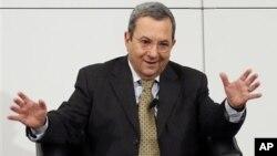 Menhan Ehud Barak hari Minggu (3/2) menjelaskan bahwa Israel sungguh-sungguh dalam upaya mencegah pengiriman senjata canggih ke Lebanon.