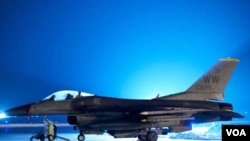 Pesawat F-16 Fighting Falcon di pangkalan udara Misawa Jepang (foto:dok). Indonesia menerima 24 hibah pesawat F-16 dari Amerika.