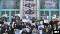 تشییع پیکر پوران شریعت رضوی پشت درهای بسته حسینیه ارشاد برگزار شد.