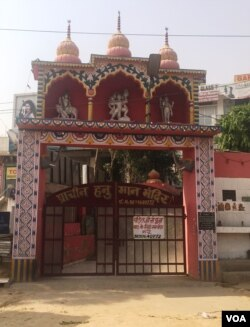 Most Hindu temples, like this one in Gurgaon, do not ban women. (A. Pasricha/VOA)