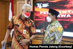 Gubernur Jawa Tengah Ganjar Pranowo dan wakilnya Taj Yasin usai pembentukan Satgas penanganan kemiskinan ekstrem di Semarang, Jumat (8/10). (Foto: Courtesy/Humas Pemda Jateng)