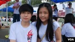 參加學生體驗營的香港學生曹倩彤(右)認為,90後年青人是六四事件的傳承者(美國之音湯惠芸)