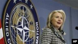 """Bà Clinton nói cuộc đàm phán giữa Iran và nhóm được gọi là P5+1 sẽ không phải là một """"phiên họp vô hạn định để hai bên nói vòng vo mà không bao giờ đi đến một thỏa thuận."""""""