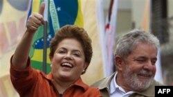 Bà Rousseff (trái) là chánh văn phòng của Tổng thống sắp mãn nhiệm Luiz Inacio Lula da Silva (phải) và cũng là người kế nhiệm được ưa thích của ông