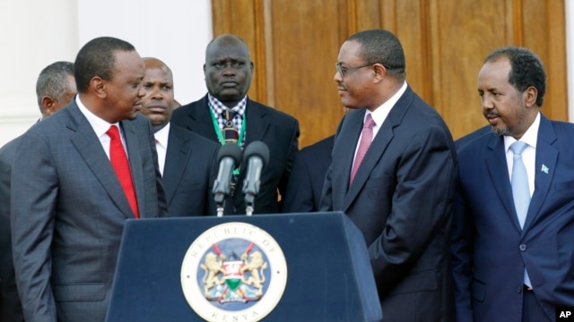 Kenya's President Uhuru Kenyatta (L), Ethiopian Prime Minister, Hailemariam Desalegn (MR), and Somalian President, Hassan Sheikh Mohamud (R), after the (IGAD) meeting on the situation on South Sudan, Dec. 27, 2013.