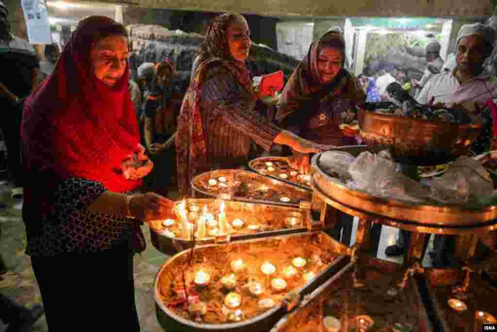 گردهمایی بزرگ زرتشتیان در زیارتگاه پیرسبز در استان یزد عکس: مهربان افسرکشمیری