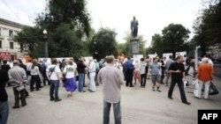 Флешмоб у памятника Александру Грибоедову