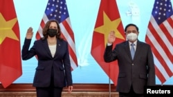 U.S. Vice President Kamala Harris meets Vietnam's Prime Minister Pham Minh Chinh during a meeting at the Office of Government, in Hanoi, Vietnam, August, 25, 2021. (REUTERS/Evelyn Hockstein/Pool)