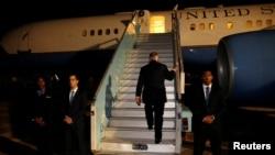 美国国务卿蒂勒森在结束非洲五国之行后在尼日利亚阿布贾登机返回美国。(2018年3月12日)