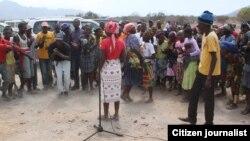 Membros da comunidade autótene Mucubal no sul de Angola