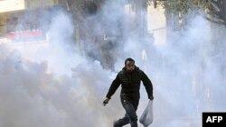 Qahirədə nümayişçilər və polis arasında toqquşma baş verib