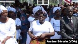 Les veuves se plaignent de leur situation au Congo, Brazzaville, le 4 décembre 2019. (VOA/Arsène Séverin)