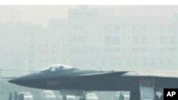 2011年1月在四川成都亮相的中国J-20隐形飞机(资料照片)