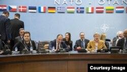 Ministrica Pendeš i ministar Crnadak na sastanku Sjevernoatlantskog vijeća (NAC) u Briselu. (Fotografija preuzeta sa stranice Ministarstva odbrane BiH)