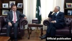 افغان سفیر کی معاون خصوصی طارق فاطمی سے ملاقات