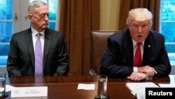 وزیر دفاع به همراه فرماندهان ارشد نظامی پنجشنبه شب مهمان پرزیدنت ترامپ در کاخ سفید بودند.
