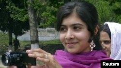 女学生优素福扎伊在斯瓦特河谷时的照片