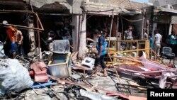 巴士拉爆炸過後居民檢視現場