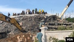 Rescue operation continues in search for those trapped in a building collapse in Kep province, Saturday January 4th, 2020. (Sun Narin/ VOA Khmer)