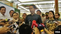 Presiden Joko Widodo memberikan penjelasan seputar penyelenggaaraan KTT Luar Biasa OKI di di Jakarta Convention Center, Jumat 4/3 (VOA/Andylala).